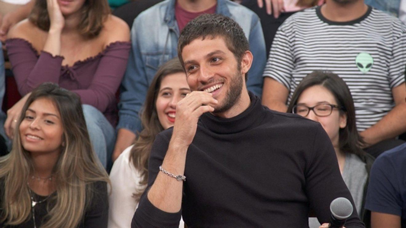 Chay Suede no programa Altas Horas, que vai ao ar na Globo (Foto: Divulgação/Globo)