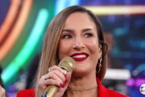 Claudia Leitte acabou deixando uma parte íntima à mostra — Foto: Reprodução/TV Globo