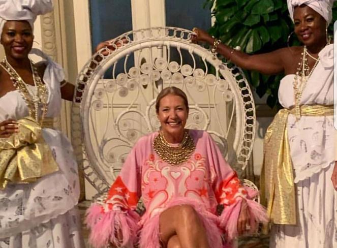 Donata Meirelles, diretora da Vogue, causa polêmica em festa com Ivete Sangalo e Preta Gil (Foto: Divulgação)