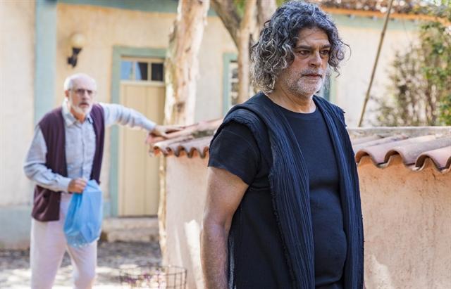 León/Murilo (Eduardo Moscovis) eSóstenes(Marcos Caruso) em O Sétimo Guardião (Foto: Globo/Paulo Belote)