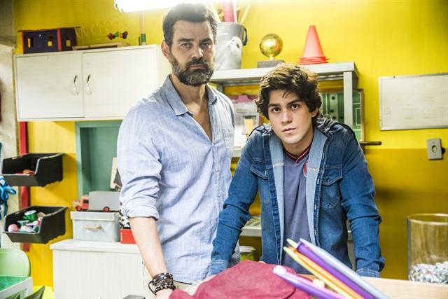 Rafael (Carmo Dalla Vecchia) e Alex (Daniel Rangel) (Foto: Globo/João Miguel Júnior)