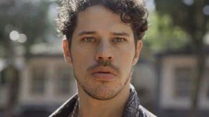 O ator da Globo, José Loreto foi pego em situação constrangedora (Foto: Reprodução)