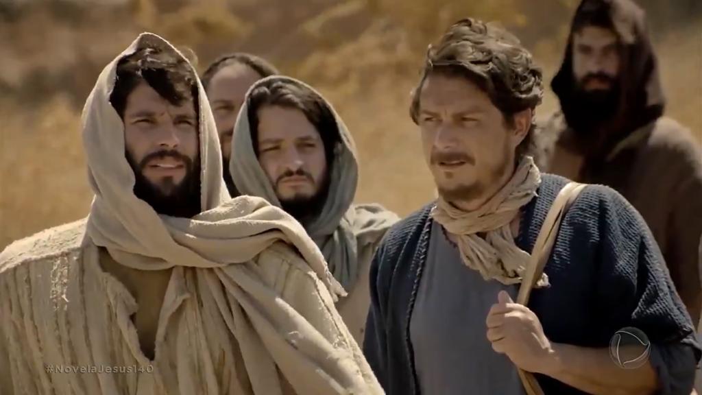Jesus (Dudu Azevedo) e apóstolo Pedro (Petrônio Gontijo) em cena da novela bíblica da Record