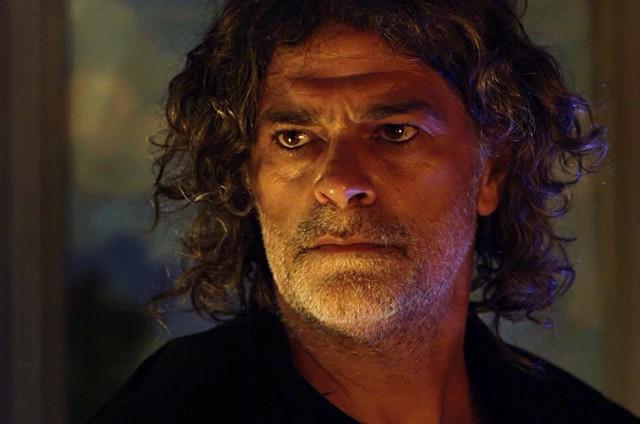 Eduardo Moscovis é o León em O Sétimo Guardião (Foto: Reprodução)