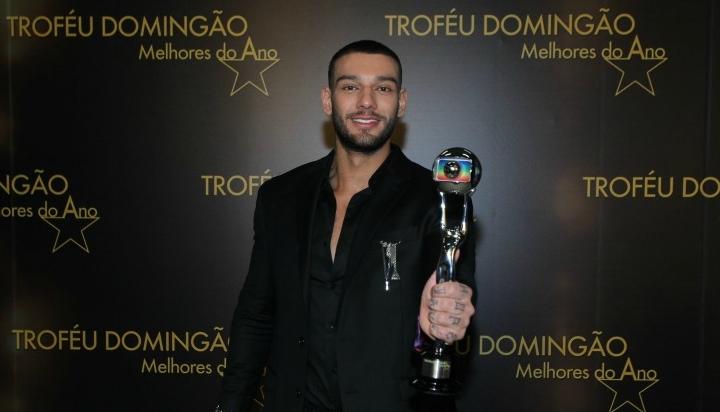 Lucas Lucco ganho ou troféu Melhores do Ano da Globo como ator revelação em 2016. (Foto: Divulgação)