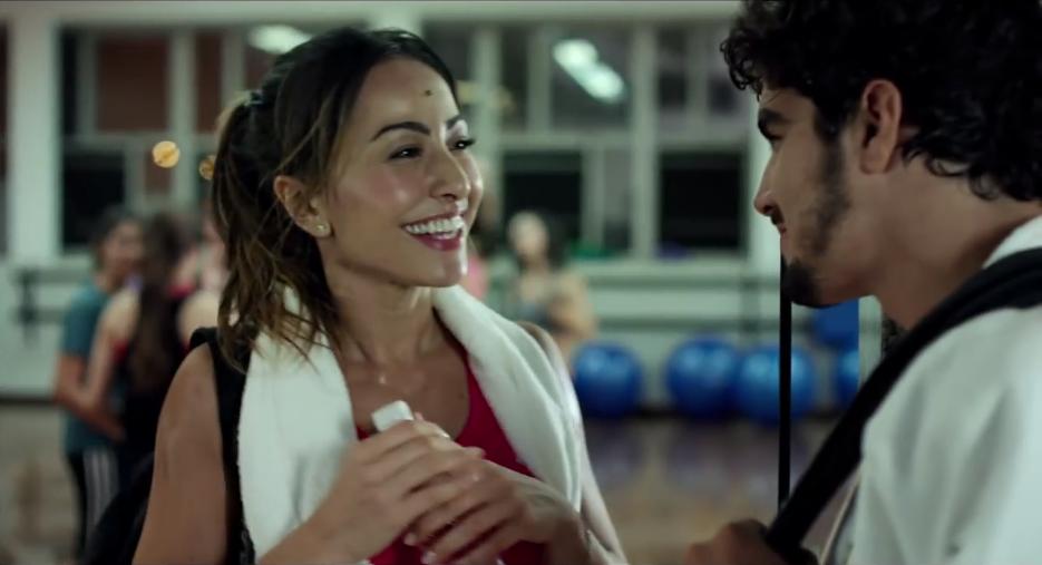 Os protagonistas Sabrina Sato e Caio Castro no filme A Grande Vitória (Foto: Reprodução)