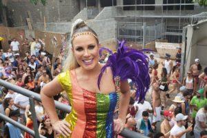Regina Volpato marcou presença em bloco de rua do Carnaval de São Paulo (Foto: Reprodução)