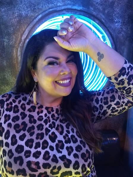 Fabiana Karla mostra tatuagem (Foto: Reprodução/ Naiara Andrade)