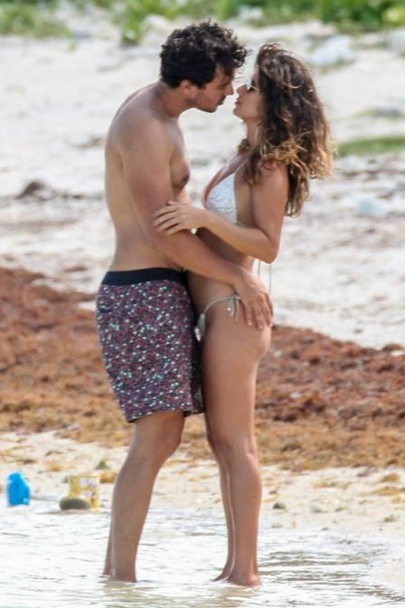 Paula Fernandes com o namorado (Foto: Jornal Extra)