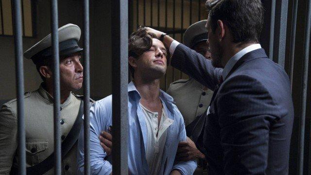 Gustavo Bruno é preso injustamente em Espelho da Vida (Foto: Estevam Avellar/ Globo/ Divulgação)