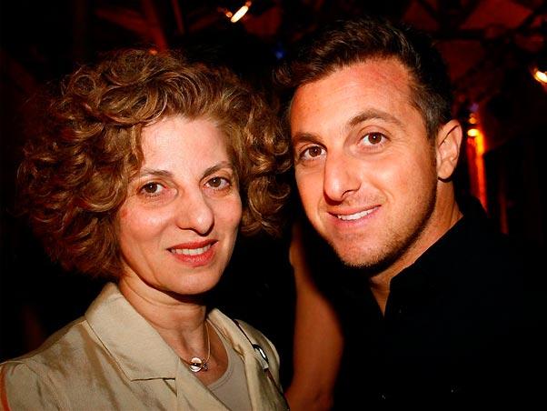 Luciano Huck e sua mãe, Dora Huck (Foto: Divulgação)