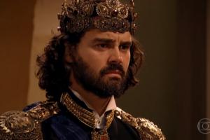 Carmo Dalla Vecchia (Rei Augusto) em cena de Cordel Encantado (Foto: Reprodução/Globo)