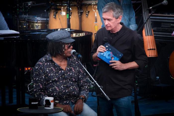 Serginho Groisman ao lado de Milton Nascimento (Foto: TV Globo)