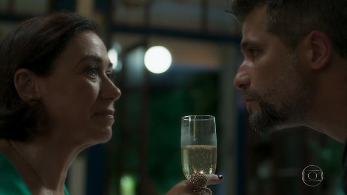 Valentina (Lília Cabral) e Gabriel (Bruno Gagliasso) em O Sétimo Guardião (Foto: Reprodução/Globo)