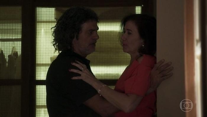 Valentina (Lília Cabral) e Murilo (Eduardo Moscovis) em cena de O Sétimo Guardião (Foto: Reprodução/Globo)