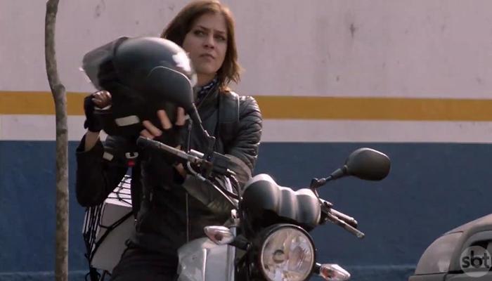 Christiana Ubach (Joana) em cena de A Garota da Moto (Foto: Reprodução/SBT)