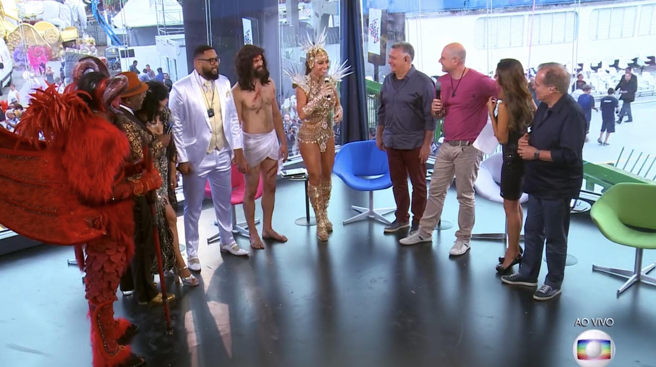 Sabrina Sato esteve presente no estúdio da Globo depois de desfilar pela Gaviões da Fiel (Foto: Reprodução)