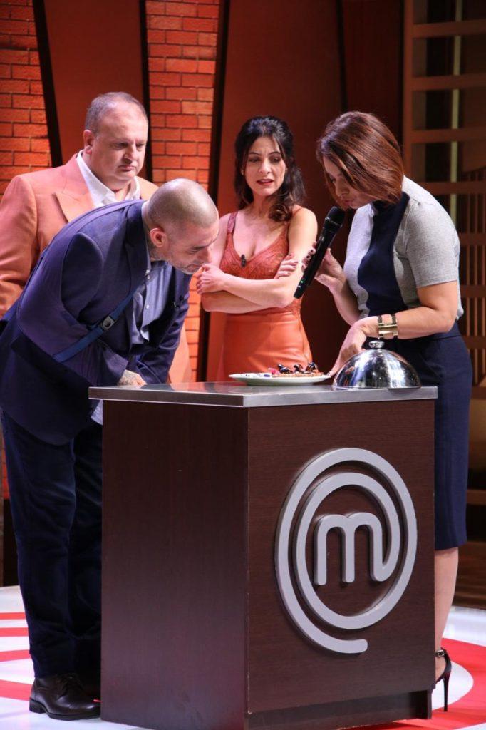 Catia Fonseca ofereceu barata para os jurados do MasterChef na Band!