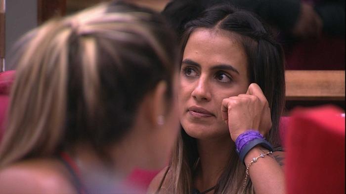 Carolina durante conversa no BBB19 (Foto: Reprodução/Globo)