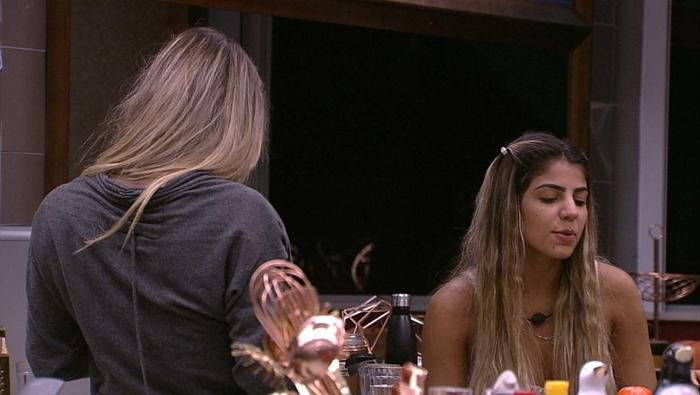 Paula discute com Hariany (Foto: Reprodução/Globo)