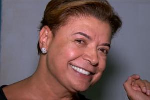 O promoter David Brazil causou polêmica ao reproduzir cena sexy ao lado de famoso cantor e levou web à loucura (Foto: Divulgação)