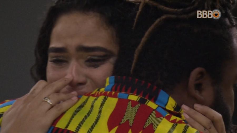 Elana e Rodrigo choram (Foto: Reprodução)