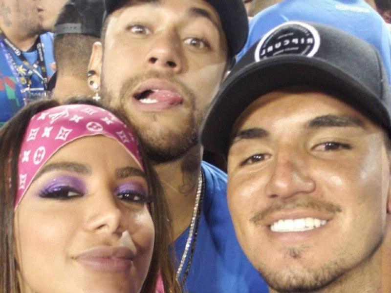 Após Trocar Beijos Quentes Com Neymar, Anitta Da Festinha