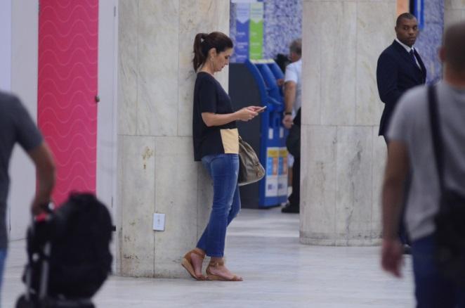 Fátima Bernardes e Túlio Gadelha no aeroporto do RJ (Foto: Webert Belício/ AgNews Riode Janeiro)