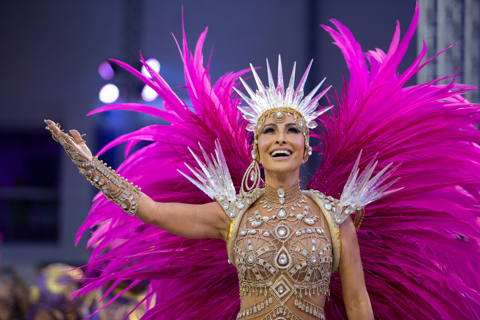 Sabrina Sato no Carnaval durante o desfile da Gaviões da Fiel - Apresentadora também desfilava na Unidos de Vila Isabel (Foto: Reprodução/Marcelo Brandt)