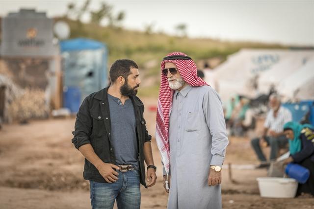Aziz Abdallah (Herson Capri) e Fauze (Kaysar Dadour) em cena de Órfãos da Terra (Foto: Globo/Paulo Belote)