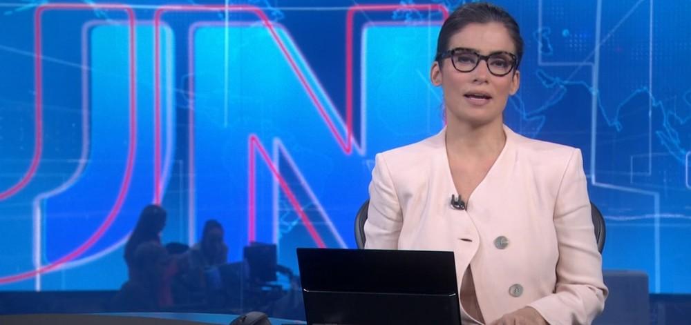 Renata Vasconcellos quase mostra demais no Jornal Nacional (Foto: Reprodução)