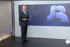 Celso Freitas apresenta o Jornal da Record, que bateu recorde de audiência. (Foto: Reprodução)