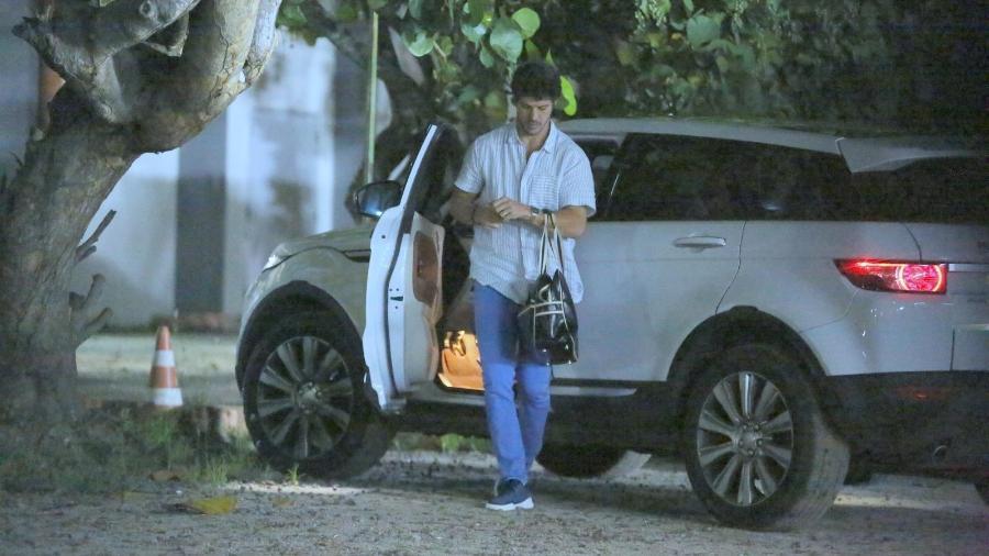 José Loreto volta a usar aliança (Foto: AgNews)