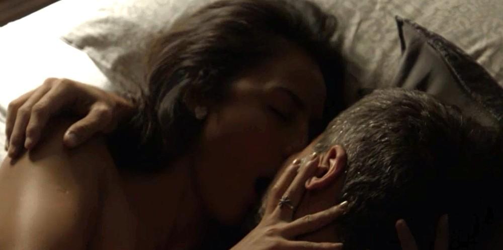 Laura e Gabriel em cena da novela O Sétimo Guardião (Foto: Reprodução)