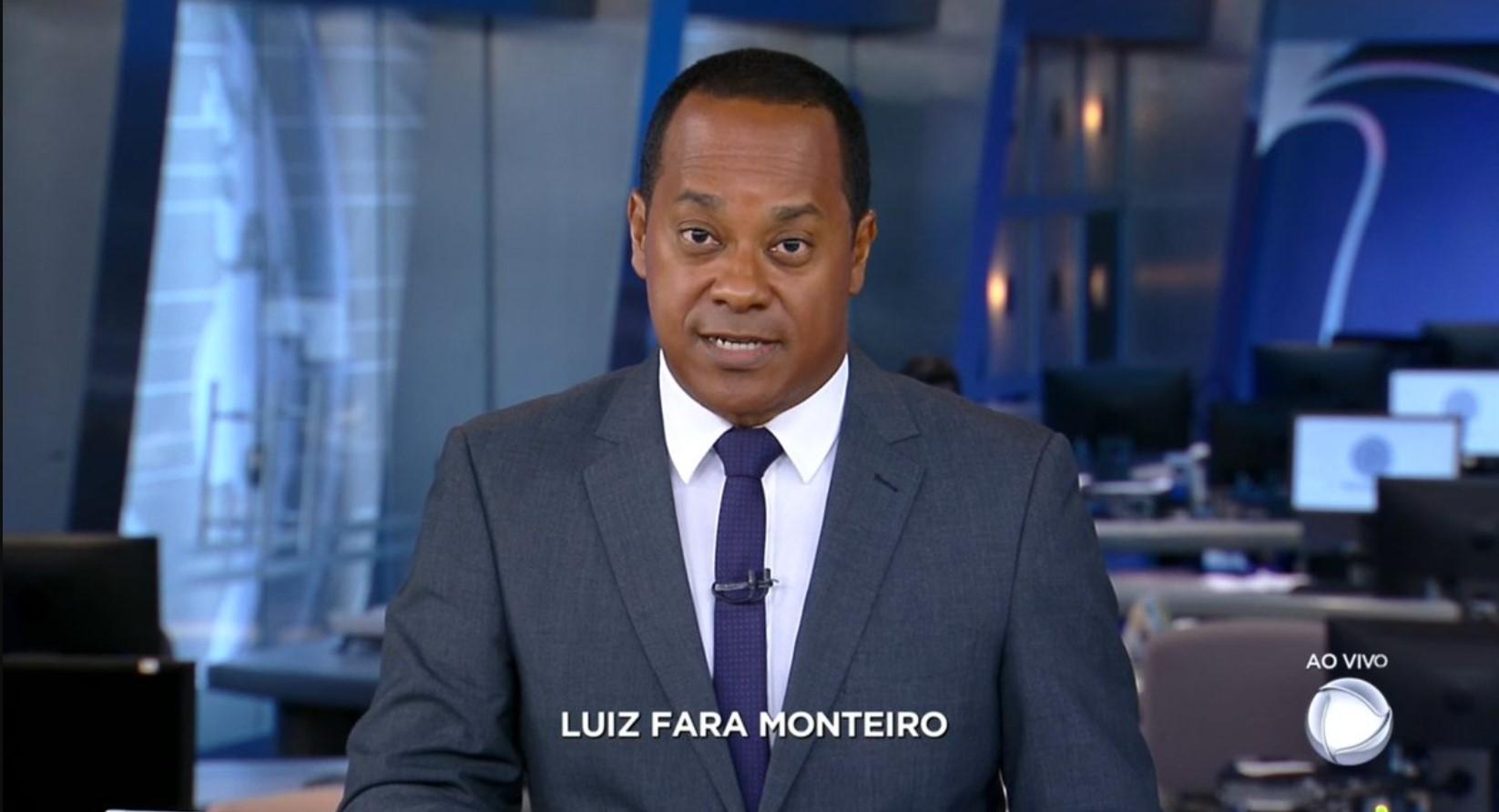 O jornalista Luiz Fara Monteiro em sua estreia na bancada do Jornal da Record (Foto: Reprodução/RecordTV)