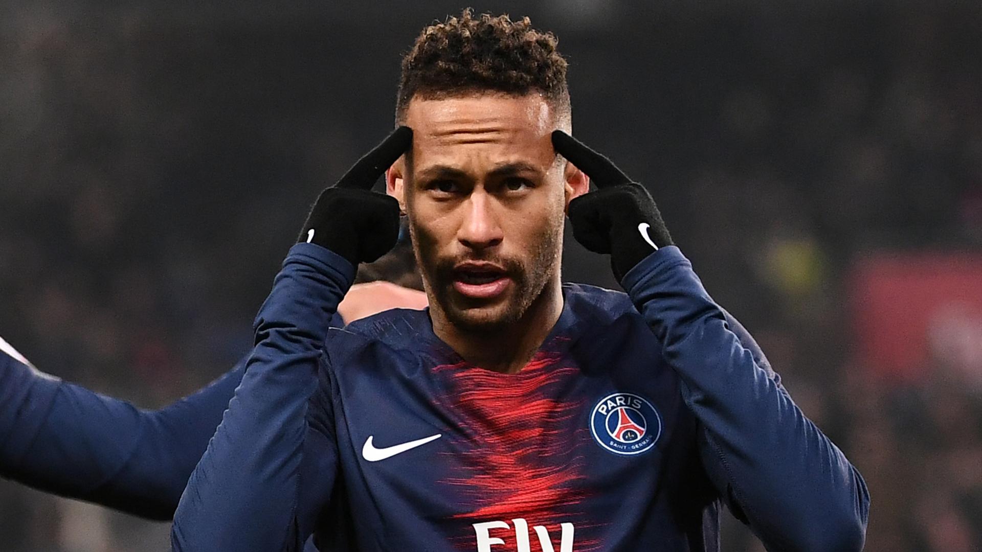 Neymar resolveu se defender dos ataques (Foto: Reprodução)