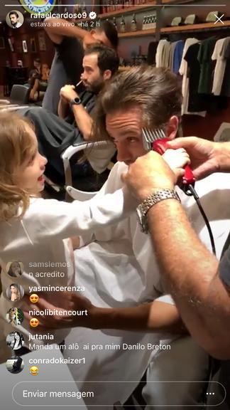 Rafael Cardoso passou por uma mudança no visual e teve a ajuda da filha (Foto: Reprodução/ Instagram)