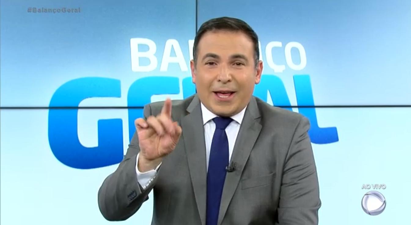 Reinaldo Gottino no Balanço Geral; programa venceu a Globo na audiência pelo terceiro dia seguido (Foto: Reprodução/Record)