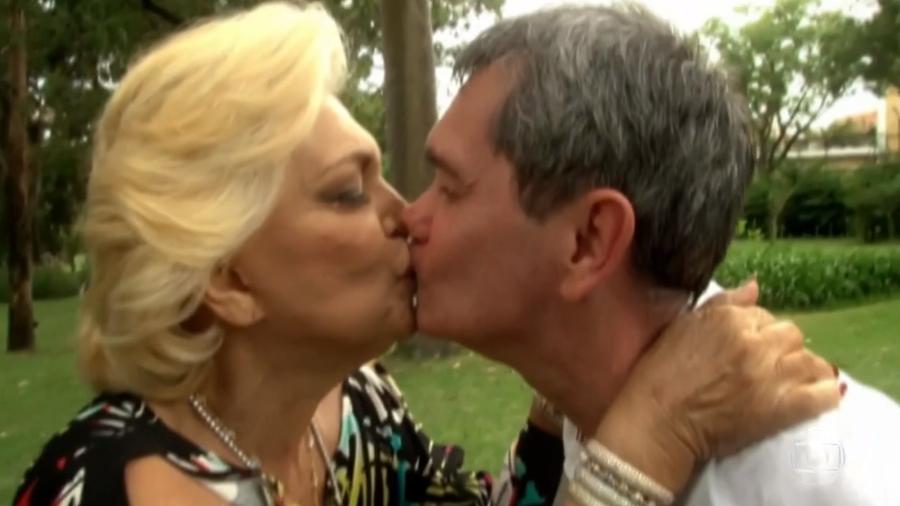 Serginho Groisman e Hebe Camargo dando um selinho (Foto: Reprodução)