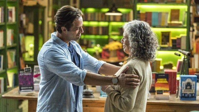 Daniel descobre que é neto de Margot, em Espelho da Vida (Foto: Paulo Belote/ Globo/ Divulgação)