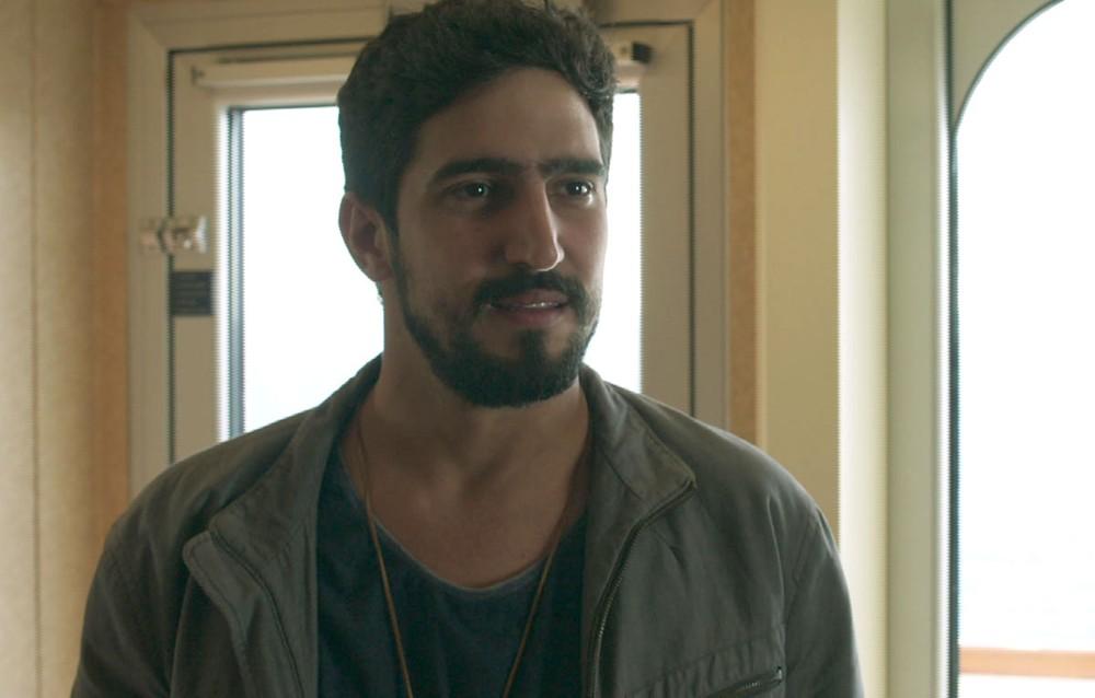 Jamil em cena da novela das 18h, Órfãos da Terra (Foto: Reprodução)