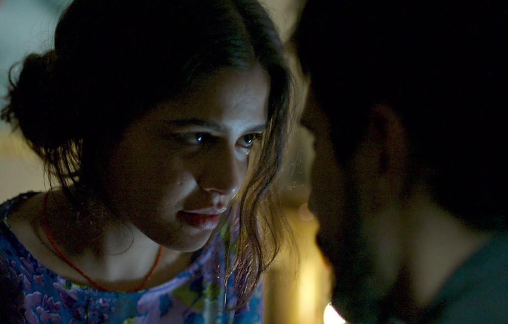 Laila e Jamil em cena da novela Órfãos da Terra (Foto: Reprodução)