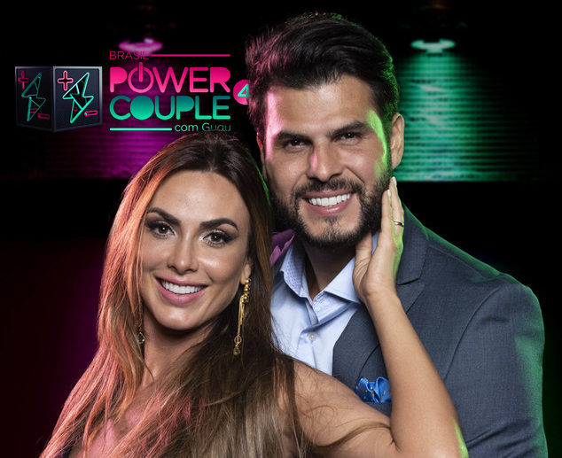 Nicole Bahls e Marcelo Bimbi fazem parte do reality show da Record, Power Couple, apresentado por Gugu (Foto: Edu Moraes/Record)