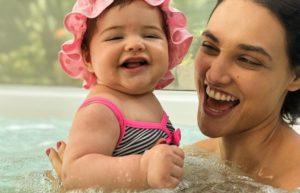 Atriz de Verão 90, Débora Nascimento e sua filhota Bella Loreto