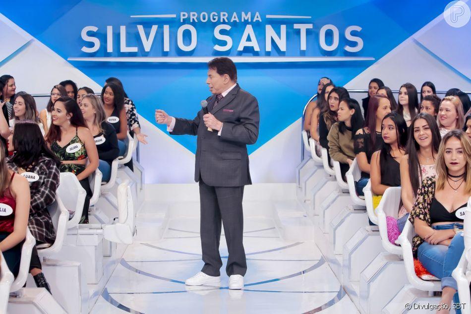 O apresentador Silvio Santos apareceu usando tênis e ostentando o novo cabelo  (Foto: Reprodução)