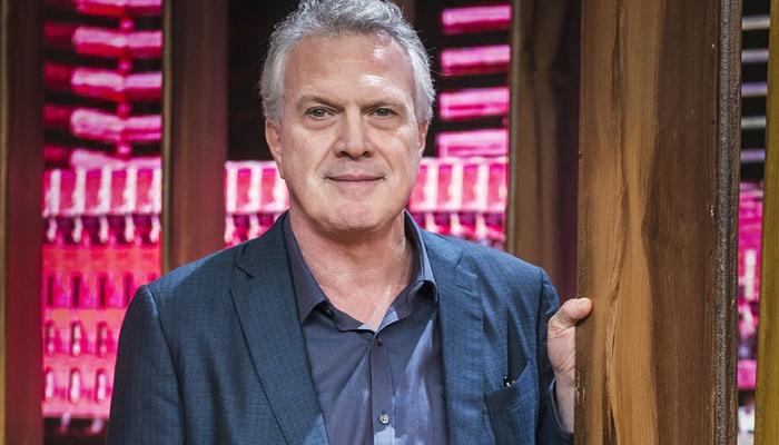 O apresentador Pedro Bial no Conversa com Bial (Foto: Globo/Fábio Rocha)