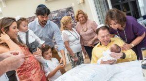 Silvio Santos segurando o neto Senor (Foto: Reprodução/Instagram)