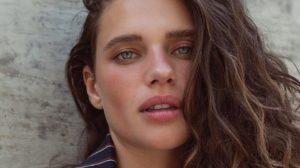 A atriz Bruna Linzmeyer está no ar na novela das nove O Sétimo Guardião