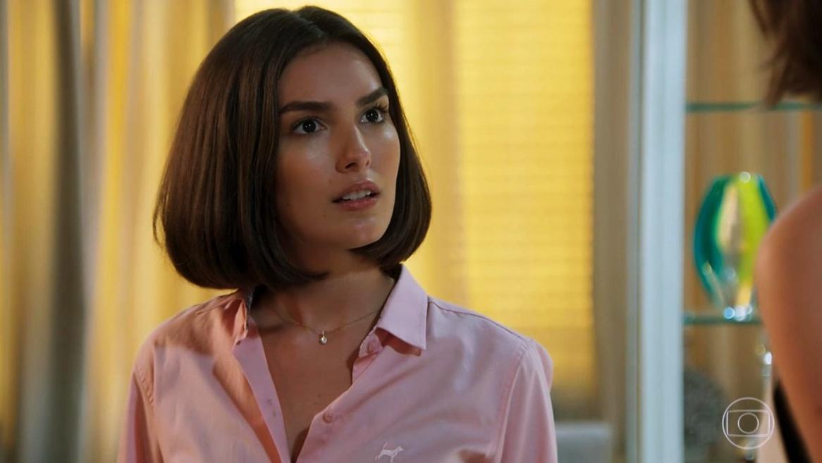 Larissa (Marina Moschen) em cena da novela das sete Verão 90