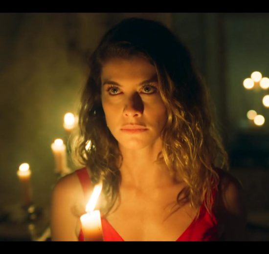 Alinne Moraes no capítulo final de Espelho da Vida (Foto: Divulgação)